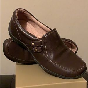 Naturalizer brown loafers EUC
